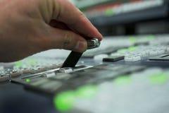 Interruptor de la producción de la TV en sala de control foto de archivo libre de regalías