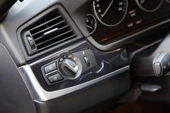 Interruptor de luzes em um carro luxuoso fotos de stock royalty free