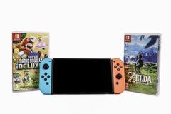 Interruptor de Nintendo, o console do jogo de vídeo para a casa ou jogo portátil imagens de stock