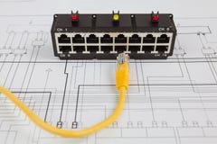 Interruptor de rede e cabo ethernet de UTP Fotos de Stock
