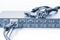 Interruptor e cabos de KVM imagens de stock
