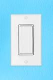 Interruptor leve na parede azul fotografia de stock royalty free