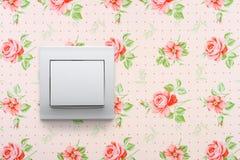Interruptor leve no papel de parede floral imagem de stock