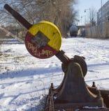 Interruptor oxidado manual del ferrocarril para el tren de carga viejo Foto de archivo libre de regalías
