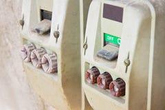 Interruptor trifásico italiano não utilizado velho para 380 volts dentro no positio Imagens de Stock