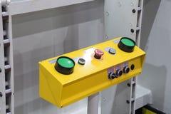 interruptor verde del empuje de los botones fotos de archivo
