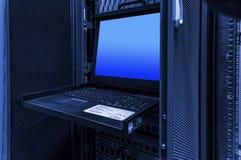 Interruptor video do rato KVM do teclado na montagem em rack do servidor foto de stock royalty free