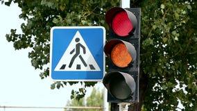 Interruptores de la luz del tráfico de rojo para poner verde v3 almacen de metraje de vídeo