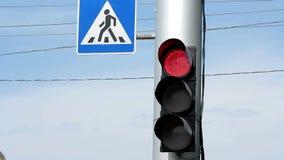 Interruptores de la luz del tráfico de rojo para poner verde v1 metrajes