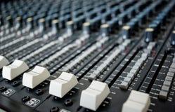 Interruptores de mistura do fader da mesa Fotografia de Stock