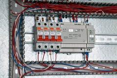 Interruptores, fonte de alimentação com ajuste no armário bonde imagem de stock royalty free