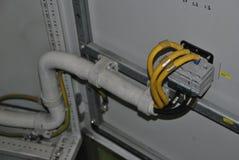 Interruptores no armário elétrico imagens de stock