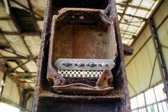 Interruptores oxidados velhos na caixa de controle Fotografia de Stock Royalty Free