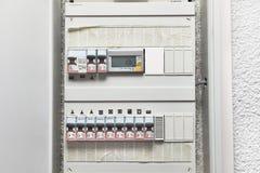 Interruptores y cableado de la electricidad fotografía de archivo