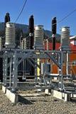 Interruptores y desenganches en la subestación de alto voltaje foto de archivo libre de regalías