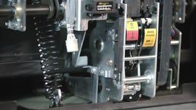 Interruttore ad alta tensione scarica Interruttore a contatto elettrico Parte di sottostazione ad alta tensione con interruttori  archivi video