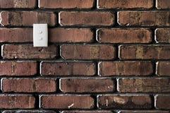 Interruttore chiaro su un muro di mattoni Fotografia Stock Libera da Diritti
