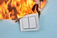 Interruttore della luce elettrico fuori bruciato immagine stock libera da diritti