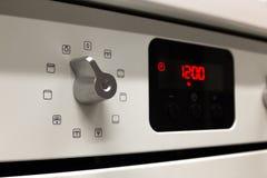 Interruttore di comando elettrico della stufa di cucina Fotografie Stock Libere da Diritti