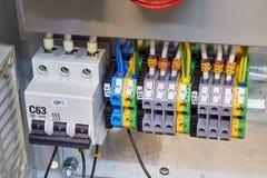 Interruttore modulare ed una serie di terminali nel Governo elettrico fotografia stock libera da diritti