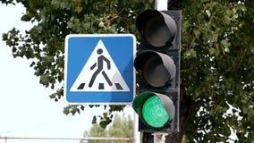 Interruttori della luce di traffico da verde a v3 rosso video d archivio