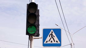 Interruttori della luce di traffico da verde a v2 rosso video d archivio