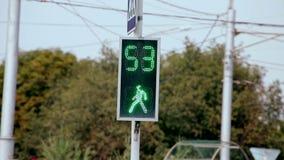Interruttori della luce di traffico pedonale da rosso per inverdirsi v2 archivi video