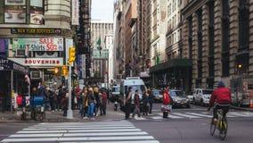 Interseção aglomerada da rua de 5o e 3ò st, New York Fotografia de Stock