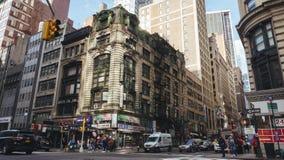 Interseção aglomerada da rua do 5o e 3ò st Imagem de Stock Royalty Free