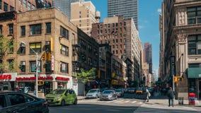 Interseção aglomerada em Manhattan fotografia de stock royalty free