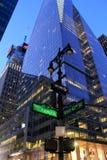 Interseção da avenida dos Americas e da 42nd rua ocidental, NYC, 2015 Imagens de Stock Royalty Free