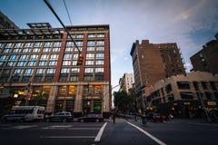 Interseção da 6a avenida e da 2a rua em Manhattan, Yor novo Imagens de Stock