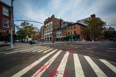 Interseção da 6a avenida na 10o rua no Greenwich Village, Imagens de Stock Royalty Free