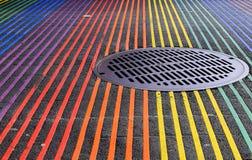 Interseção de Castro District Rainbow Colored Crosswalk, San Francisco, Califórnia fotografia de stock royalty free