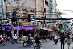 Interseção na noite em Vietname fotos de stock royalty free