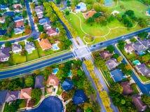 Interseção na vizinhança suburbana fora de Austin Texas Aerial View Fotografia de Stock