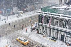 Interseção nevado da cidade Foto de Stock Royalty Free