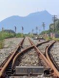 Interseções de e estrada de ferro dos trilhos fotografia de stock