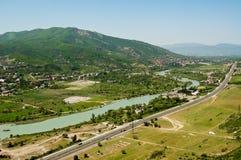 Interseções dos rios nas montanhas de Geórgia fotografia de stock
