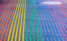 Intersección de Castro District Rainbow Colored Crosswalk, San Francisco, California Imagen de archivo