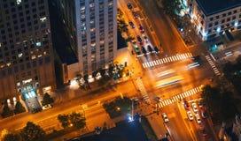 Intersección de Chicago con tráfico desde muy arriba fotografía de archivo