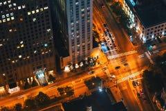 Intersección de Chicago con tráfico desde muy arriba imagen de archivo libre de regalías