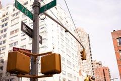 Intersección en la 2da avenida y 78.a calle en NYC Imágenes de archivo libres de regalías