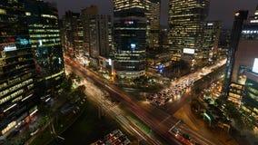 Intersección ocupada de la noche de Seul Gangnam de la Corea del Sur