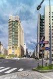 Intersección que cruza de la calle de la calle y de Harumi de Hibiya en foto de archivo libre de regalías