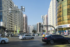 Intersection Abu Dhabi de rue Photos stock