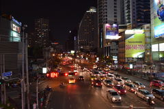 Intersection d'Asok-Montri la nuit Images libres de droits