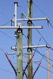 Intersection de Polonais de puissance sur le ciel bleu Photos stock