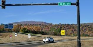 Intersection de route près de Poteau, OK Image stock