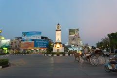Intersection de tour d'horloge chez Lampang image stock